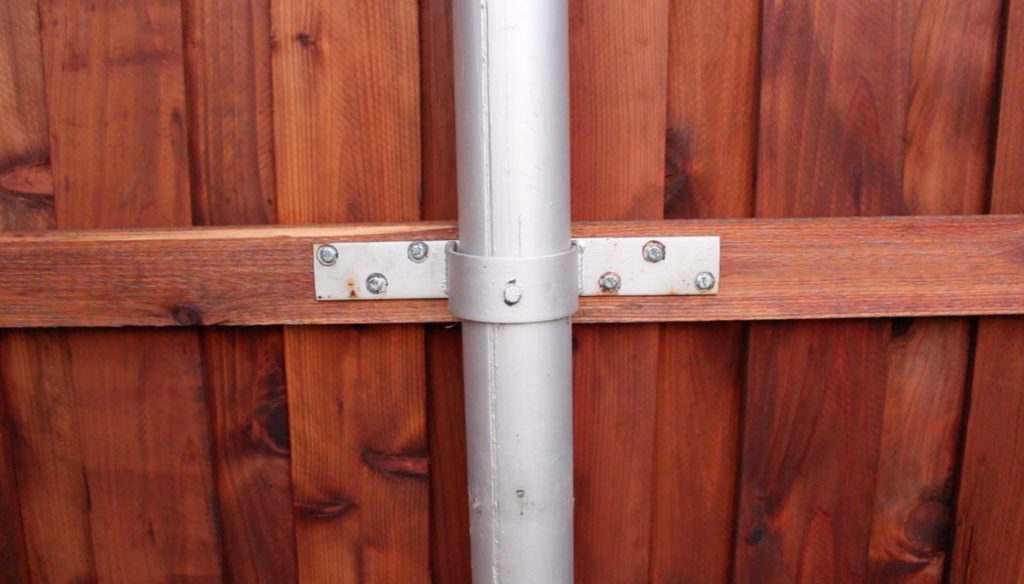 Picture of: How To Build A Gate For A Fence And Boxes Around Steel Posts